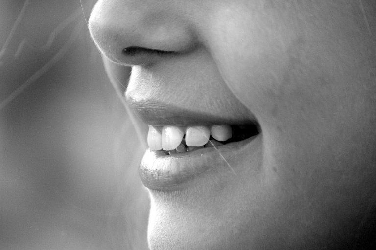 Зъбни неволи: Как да се спасим от нюансите на белия цвят