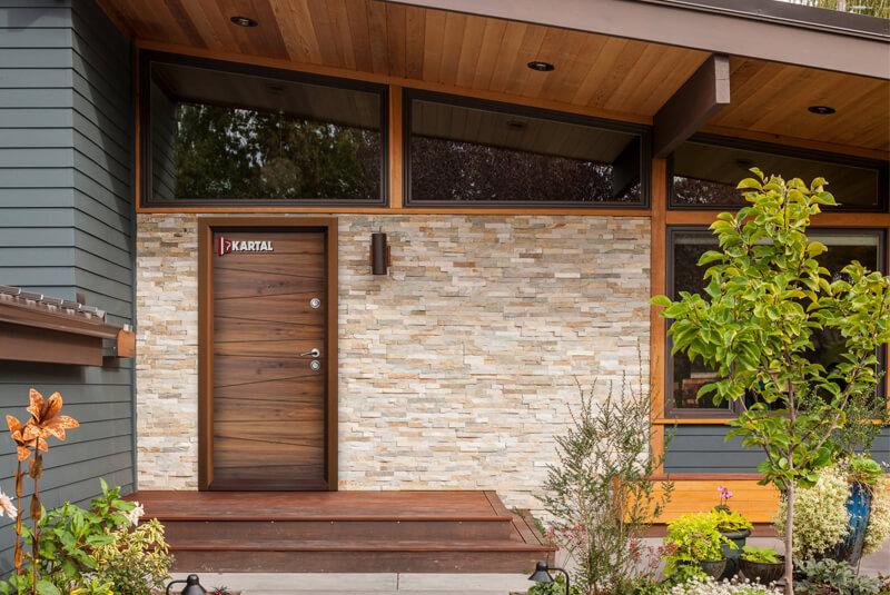 Подходящи входни врати за Вашия дом
