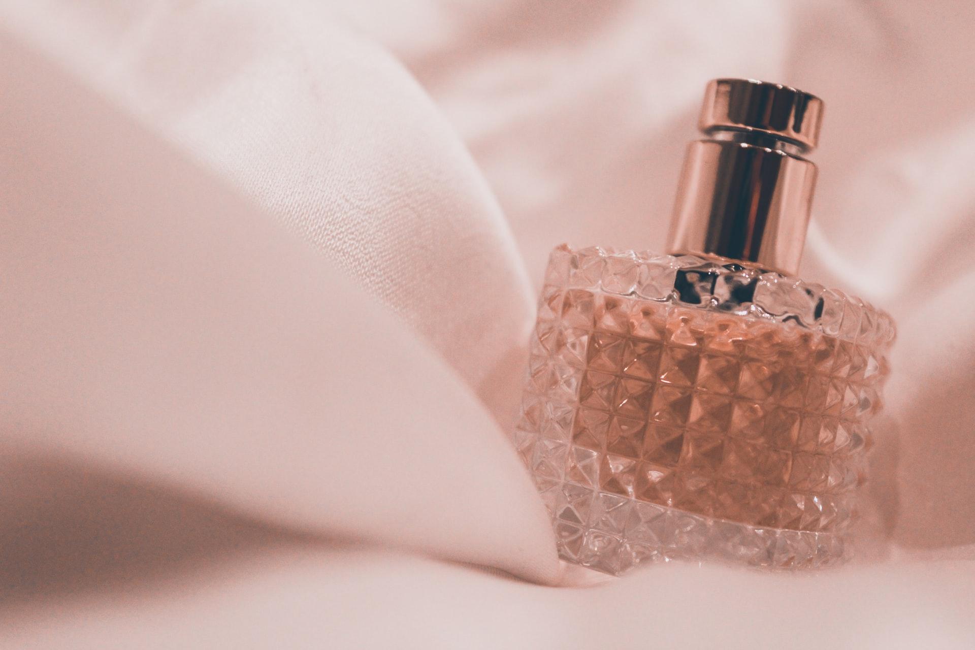 Парфюми и парфюмни комплекти – как да увеличим трайността?